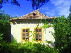 Vakantiehuis Hongarije, Krisztina in Bakonybánk - HungariaHuizen. Vakantiehuis Krisztina is een eenvoudig en gezellig typisch Hongaars boerenhuis met een stenen kachel en een houtkachel. De tuin is zeer groot (1000 m²), geeft veel privacy en is rijk aan fruitbomen. Bekijk dit vakantiehuis in Hongarije: http://www.hungariahuizen.nl/vakantiehuizen-hongarije-aanbod/Vakantiehuis_hongarije_krisztina_bakonybank_137/