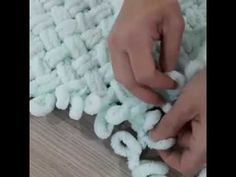 Alize Puffy iki renk ve ip ekleme nasıl yapılır? bebek battaniyesi-baştan so. Finger Knitting Blankets, Knitted Baby Blankets, Arm Knitting, Baby Knitting Patterns, Cable Knit Blankets, Loom Blanket, Hand Knit Blanket, Finger Knitting Projects, Yarn Projects