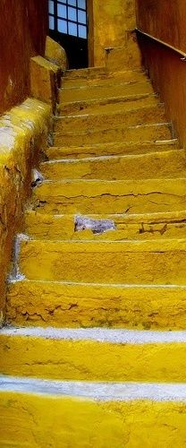 themagicfarawayttree:    yellow steps