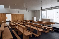 Inside, rooms feature simple finishes such as white walls, wooden cabinetry and green-tinted concrete flooring. Cluster House, Metal Cladding, House On Stilts, Innovation Centre, Curved Walls, Timber House, Empty Spaces, Courtyard House, Concrete Floors