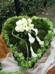 Bildergebnis für trauerfloristik urnengestecke Funeral Flower Arrangements, Funeral Flowers, Floral Arrangements, Grave Decorations, Flower Decorations, Funeral Tributes, Sympathy Flowers, Ikebana, Diy And Crafts