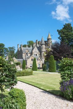 carlowrie castle is a stunning privately owned luxury exclusive use venue for weddings occasions corporate events a short drive from edinburgh scotland