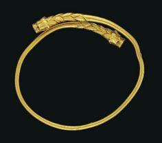 A GREEK GOLD LION-HEADED BRACELET -  BLACK SEA REGION, CIRCA 5TH-4TH CENTURY B.C.  | Christie's