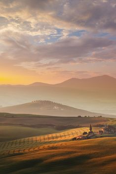 beautiful landscapes Morning rises across the Val dOrcia of southern France Landscape, Tuscany Landscape, Best Vacation Destinations, Best Vacations, What A Beautiful World, Beautiful Places, Landscape Photos, Landscape Paintings, Places To Travel