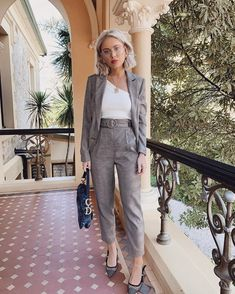ack to business ✔️wearing Plaid Outfits, Cute Fall Outfits, Classy Outfits, Fashion Outfits, Elegantes Outfit Frau, Laura Jade Stone, Business Professional Outfits, Jessica Parker, Smart Outfit