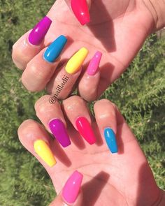 Rainbow nail art designs are very popular this season. Some women like rainbow nails. It can be a basic way to indicate life and its many stages of mental state. If you also like rainbow nails, lo Gel Acrylic Nails, Simple Acrylic Nails, Summer Acrylic Nails, Acrylic Nail Designs, Gel Nails, Coffin Nails, Colorful Nails, Spring Nails, Nail Polish