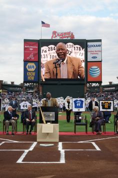 It was such an honor to celebrate @HenryLouisAaron tonight! #Hank715 pic.twitter.com/OkcrAD1p6M