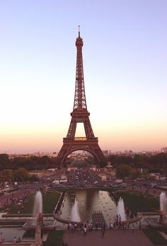 Discovered by Find images and videos about paris, france and eiffel tower on We Heart It - the app to get lost in what you love. Torre Effiel, Torre Eiffel Paris, Paris 3, I Love Paris, Pink Paris, Montmartre Paris, Oh The Places You'll Go, Places To Travel, Paris Wallpaper
