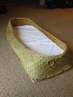 Wahakura Flax Weaving, Willow Weaving, Basket Weaving, Maori Patterns, Woven Baskets, Midwifery, Nicu, Natural Resources, Knitting Stitches