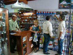 FRANQUICIA PEZCALANDIA. El franquiciado aprende todos los detalles de la venta profesional de artículos de camping y pesca a clientes ultrasofisticados y conocedores como los pescadores de todas las regiones del país.