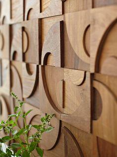 Absolutely stunning: wooden from Décor en Bois Exotique Wooden Wall Art, Framed Wall Art, Molding Ceiling, Estilo Interior, Hawaiian Decor, Wood Mosaic, Tuscan Decorating, Staircase Design, Tropical Decor