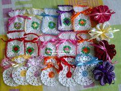 Crochet Arts weaving: sachets, sachets and more sachets Clutch En Crochet, Marque-pages Au Crochet, Crochet Sachet, Crochet Cat Pattern, Crochet Pouch, Crochet Bookmarks, Crochet Flower Patterns, Crochet Stitches Patterns, Crochet Purses