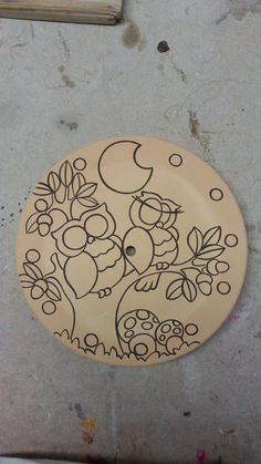 ceramica come mestiere: Fasi di lavorazione di un orologio in cuerda seca ... Pottery Painting, Ceramic Painting, Clay Projects, Clay Crafts, Bird Template, Paisley Art, Cd Art, Hand Painted Plates, Turkish Art