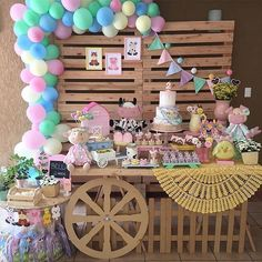 Esplêndida essa festa com o tema Fazendinha Menina! Credito: @docemelanciafestas Acervo: @binaaluguel  Papelaria: @encantosdarafa  Doces: @natalia.higa  Feltro: @cassia_pacheco_soudpano #festainfantil #FestaFazendinhaMenina #FazendinhaMenina #Fazendinha #FestaMenina Petting Zoo Birthday Party, 1st Birthday Party For Girls, Farm Animal Birthday, Cowgirl Birthday, Farm Birthday, Birthday Party Themes, Barnyard Party, Farm Party, Birthday Decorations