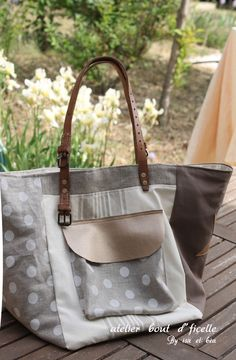 Linen tote bag with white dots . Diy Handbag, Diy Purse, Tote Purse, Fabric Tote Bags, Linen Bag, Patchwork Bags, Denim Bag, Cotton Bag, Handmade Bags