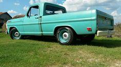 Aqua.  Beautiful truck Custom Ford Trucks, Classic Ford Trucks, Ford Pickup Trucks, Car Ford, Hot Rod Trucks, New Trucks, Cool Trucks, Cool Cars, Hot Rod Pickup