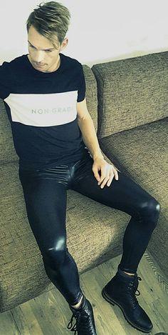 "punkerskinhead: ""hot looking lycra shining pants…awesome "" Superenge Jeans, Boys Jeans, Super Skinny Jeans, Skinny Pants, Mens Leotard, Latex Men, Mens Leather Pants, Lycra Men, Denim Outfit"