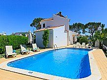 Casa Lilac, Albufeira, Algarve. Sleeps 2 - 8 people.  Algarve holiday house with private pool, near tavernas and beaches, Wifi Internet, Barbeque, in a village location, Car not essential.