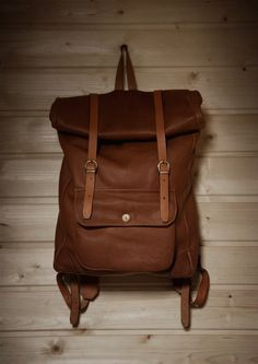 Leather Rucksack Backpack for travelers. Leather Working, Backpack Bags, Messenger Backpack, Swagg, Leather Craft, Purses And Bags, At Least, Mens Fashion, Shoe Bag