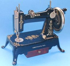 Attributed to the manufacturers Bergbom & Roberg, the Linnea was made in Chicago, USA. Production has been suggested as 1920s, but new information indicates an earlier, turn of the century date. The model appeared under the guise of various names including 'Englewood Junior'.