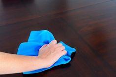 Cómo quitar manchas de aceite en muebles