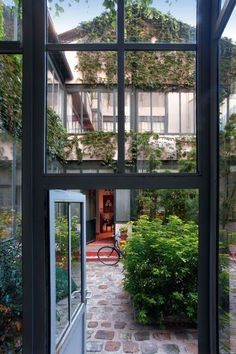 A charming loft house Outdoor Rooms, Outdoor Gardens, Indoor Outdoor, Outdoor Living, Architecture Extension, Houses Architecture, Townhouse Garden, Walled Garden, Loft House