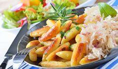 Sauerkraut, Schnitzel, Bratwurst, Strudel, and lots more! Learn about German food specialties. Find German food in your area. Sauerkraut, German Noodles, Sazon Seasoning, German Christmas Cookies, Cooking Herbs, Cooking Ideas, Potato Fritters, Oktoberfest Food, Wiener Schnitzel