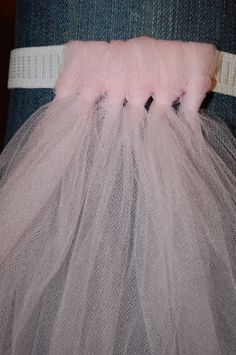 Tutu*Measure waist & sew elastic together.Measure length to make tutu,double this measurement.Fold net in half.Hang looped end over elastic & pull other end through it.Slide knot to bottom of elastic.Knot showing on front of tutu. Tutu Diy, No Sew Tutu, Tulle Tutu, Tulle Poms, Pom Poms, Diy Tutu Skirt, Fabric Tutu, Baby Skirt, Sewing Hacks