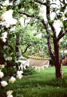 Hammock in the garden | white flowers