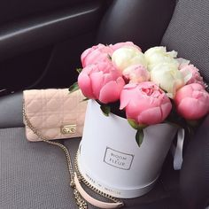 Image de flowers, pink, and rose Dubai Fashionista, Bouquet Box, Bloom, Just Girly Things, Flower Boxes, Floral Arrangements, Beautiful Flowers, Unique Roses, Valentino