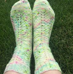 There's no denying it, the speckled yarn hype has taken over the knitting world and most of us have succumbed to some serious stashenhancement with these speckled beauties. Not only are they a pleasure to behold when skeined up, knitted up they give us out of this world projects. Socks are no exception to this …