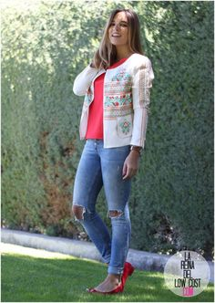 La Reina del Low Cost | tu blog de moda real. Coral top+ripped jeans+red ballerinas+embroidered jacket. Spring-Summer outfit 2016