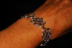 Chainmaille bracelet. Pulsera flores Técnica Medieval