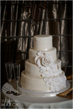 Suzanna March Photography #AldenCastle #ModernVintage #Wedding #Cake