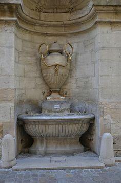 la fontaine aux serpents à Cluny (Saône et Loire)