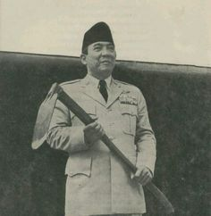 Soekarno and his cangkul The Proclaimers, Ending Story, Great Father, Indonesian Girls, Founding Fathers, World History, Great Leaders, Old Photos, Photo Art