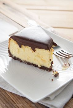 I took the classic Canadian Nanaimo Bar and made it into a cheesecake. Basically… it's the best darn you'll ever eat! I took the classic Canadian Nanaimo Bar and made it into a cheesecake. Cupcakes, Cupcake Cakes, Just Desserts, Delicious Desserts, Yummy Food, Cheesecakes, Fudge, Canadian Food, Canadian Snacks
