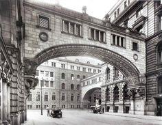 Berlin: Französische Straße, Schwibbogen am Gebäude der Deutschen Bank, 1929