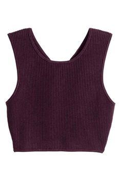 Top canelado: Top curto e sem mangas em malha canelada com costas traçadas.