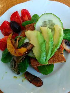 Schmeckt immer: Grilltofu, Grillgemüse auf Olivenbrot mit Avocado von Christina.