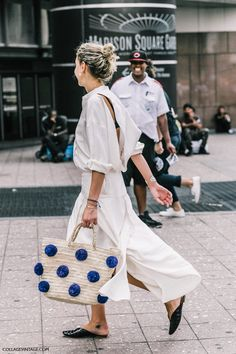 Pom Pom bag and relaxed in white