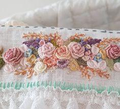 별헤는자수..꽃자수#프랑스자수 #별헤는자수#꽃자수#가을자수#일산자수#embroidery #stitching #needlepoint #ricamo #handmade #bordado#flower #handmadeembroidery #창작도안#불펌금지#handembroidery#일산프랑스자수