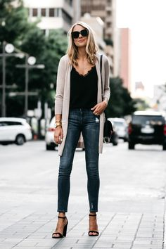 You're not seeing things — this isn't the first time I've worn this long tan cardigan. However, it's so good, I have no shame in being a repeat offender. Plus, I keep spotlighting this cardigan because the outfit options you…