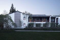 Hangzhou Ya Gu Quan Shan Hotel / The Architectural Design and Research Institute of Zhejiang University