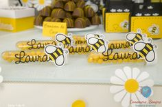 Festa Abelhas! #abelhinhas #festaabelha #festamenina #beeparty #amofesta… Bee Gender Reveal, Leo Birthday, Bee Gifts, Bee Party, Bee Theme, Holidays And Events, Party Time, Party Favors, New Baby Products