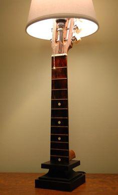 Chibson lamp - The Acoustic Guitar Forum - Neue Deko-Ideen Retro Home Decor, Diy Home Decor, Room Decor, Music Furniture, Diy Furniture, Leather Furniture, Bedroom Furniture, Guitar Crafts, Guitar Diy