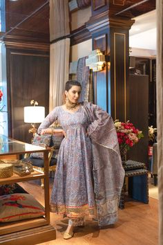 Casual Indian Fashion, Indian Fashion Dresses, Dress Indian Style, Indian Outfits, Indian Designer Suits, Designer Salwar Suits, Indian Attire, Indian Wear, Stylish Dresses For Girls