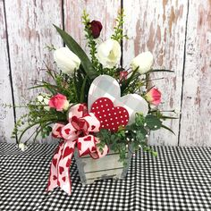 This is a sweet Valentines Day table arrangement that will last year after year! This is a sweet Valentines Day table arrangement that will last year after year! Shabby Chic Accessories, Decoration Bedroom, Wall Decor, Christmas Porch, Christmas Decor, Farmhouse Bedroom Decor, Valentines Day Decorations, Valentine Ideas, Table Arrangements