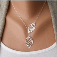 $2.73 Stylish Women's Openwork Leaf Pendant Necklace