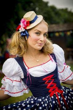 De maria chiquinha, vestido de bolinhas e chapéu de palha, Angélica fez graça para o fotógrafo. Foto: João Miguel Jr/Divulgação